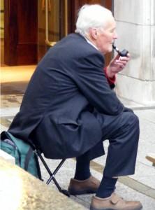 Tony Benn in familiar pose outside Leeds Civic Hall